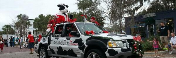 Santa Cow from Chick-Fil-A in the parade. @TorreyT…